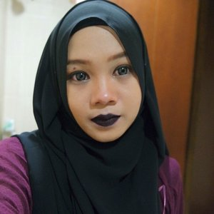 Maaf satu lagi ya #fotd nya hihihi #clozetteID #lasplash #beautyblogger #ofisuredii #hijabblogger #darklipstick
