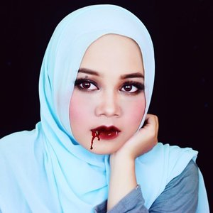 After drink ur blood 😋😋 #MPhalloweenID . . . . . . . . . . . . . #halloweenmakeup #halloweenlook #motd #makeupoftheday #fotd #vampiremakeup #beautyblogger #beautyvlogger #indonesianbeautyblogger #clozetteid #ofisuredii