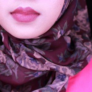 Never really love my lips until #kyliejenner trend😂😂😂 💄#wardah intense matte lipstick no 11 . . . . . . . #fotd #motd #lipstick #lipstickswatch #lipstickswatches #beautyblogger #beautybloggerid #clozetteid #ofisuredii