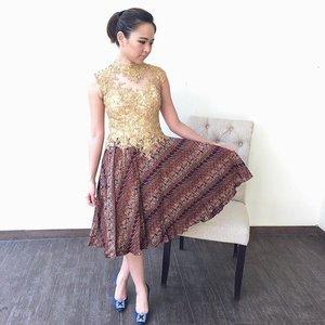 (I) wear batik and proud. Happy national batik day! 。 。 #haribatiknasional #ootd #ootdbatik #batikday #batiktulis #clozetteid