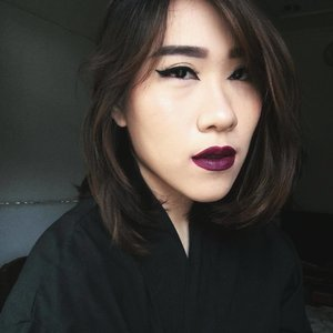 In the mood for extreme feline eyes and dark goth lips. . #makeup #beauty #darklips #felineeyes #cateyes #wingedliner #wingeyeliner #eyeliner #makeupinspo #gothic #gothicgirl #gothicmakeup #gothmakeup #clozetteid #fdbeauty #clozettedaily #bloggerindonesia #blogger #bloggerjakarta #bloggerindonesia #beautyblogger #beautybloggerjakarta #beautybloggerindonesia