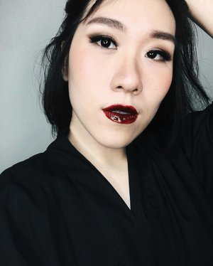 Going back to black after 4 years being a brunette. I feel like I'm wearing a wig for the first week..Anyway, review is up about my hyper glossy lips which I LOOVEEE to look extra glam and still kinda vampy at the same time. ��Link as always on bio!.Falsies are @ratubulumata code 614