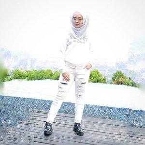 Positive MindsPositive VibesPositive Life 🧚♀️..Thanks for nice pic @annisaramalia 😘.#ClozetteID My last #OOTD for #sorellainnerbeauty #WhiteOnWhite #CatatanOline #Fashion