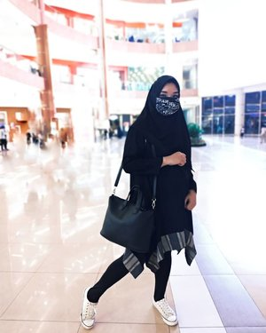 MY OOTDBecause black is never wrong 💃___Kalau berat badan lagi gak bersahabat,  emang paling save pakai baju warna hitam ya, jadi ngerasa kurus aja gitu, padahal mah, gaaaak 🤭😁Kayaknya sampai usia ke sekian gaya fashionku ya bakalan gini2 aja, bahkan sampai punya cucu kayaknya bakalan tetep gini aja. Udah nemuin gaya ternyaman aku seperti ini 😉#fashion #clozetteID #style #instagood #like #photography #photooftheday #beautiful #follow #instagram #picoftheday #me #instadaily #smile #hijabstyle #hijabbloggerjakarta #likeforlikes #hijabindonesia #IndonesianFashionHijab #beauty #instalike #happy #cute #ootd #likes #moda #monochrome #fashionblogger #blackandwhite #CatatanOline