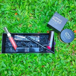 Makeup sehari-hari biasanya Aku menggunakan bedak,eyeliner dan lipstik. Pas banget aku dapat kiriman dari @riveracosmetics & @clozetteid happy banget dunks karena pas banget di wajahku.  Product yang aku dapat yaitu : - Luminous Micro Powder- Natural - Bold Intense Eyebrow Matic - Gotta Be Matte - Vibrant Red - Mouisture Glow Lip Gloss  Untuk lebih jelasnya review aku akan di share di blog yah, klik insta story aku bebs.  #clozetteid #LivelifeEmpowered #riveraxclozetteidreview #beautyblogger #beautyinfluencer #makeuplover #makeuppictorical #bloggerjakarta