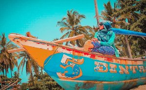 Pantai Sawarna kalo yang belum pernah ke Puket Thailand kesini Aja dulu kayak gue hahaha. Pengen banget ke Thailand sambil menikmati indahnya pantai Phuket insyallah segera dan Pak suami tiba-tiba ngajak 😂🤪. Alasan kenapa gue Hobby travelling dari dulu karena mengurangi tingkat julid ke oranglain hahaha. Terus sifat iri insyallah ga bakal Ada karena keasyikan main di pantai atau belanja (kalo lagi di luar negeri). •••#2020 #adobelightroom #tonekillers #preset #igotd #FullSpeedFlagship #DareToLeap #explorehongkong  #farahhongkongtrip #farahsibolang #clozetteid