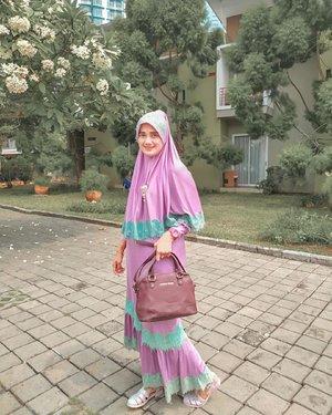 Purple Fashion tidak hanya membuat penampilan berbeda,tapi juga meningkatkan kepercayaan diri. Kalo fashion untuk umroh cocok ga sih begini? Apa Ada masukan yang lebih baik?•••#2020 #adobelightroom #tonekillers #preset #igotd #FullSpeedFlagship #DareToLeap #clozetteid