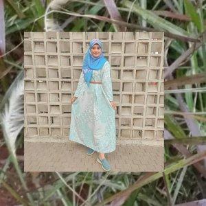 Ini gaya hijabku ketika menggunakan @hanaya.homedress bahannya adem dan harganya terjangkau banget. Yang paling aku suka dari koleksi ini adalah panjangnya 140 cm bisa lebih sesuai dengan tinggi badanku. Kalian yang ingin mencari baju buat hangout atau event juga bisa dipake loh.•••#2020 #adobelightroom #tonekillers #preset #igotd #FullSpeedFlagship #DareToLeap #clozetteid #ootdalafarah