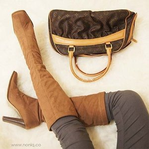 Happy Friday! What do you expect most, why not a lil shopping?  #clozetteid #starclozetter #COTW #shoefie #shoesselfie #shoes #boots #shoesoftheday #shoeporn #shoe