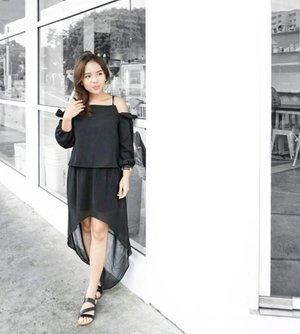 Black is my uniform 📸 @dewidjaja . . . #outfit #ootd #fashionblogger #travel #igsg #sgootd #outfitsociety #minimalist #streetstyle #like4like #vsco #wandeleurspark #dametraveller #darlingmovement #abmlifeiscolorful #minimalist #passionpassport #livecolorfully #stylefrontiertravel #darlingweekend #livethelittlethings #livefolk #postthepeople #instagood #clozette #clozetteid #clozetteco