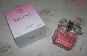 For me this scent is fresh, crisp, sparkling, and bitter-sweet at the beginning. Then it changes into a moderate oriental dry down of amber and musk. It starts as a cute and cheerful then it grows into something than can be considered sensual to me. Very pretty fragrance.