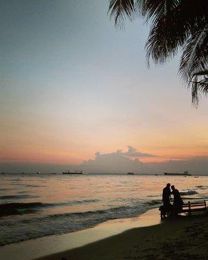 Mantai di Bali Kpapan #sunset #trip #travel #traveler #travelog #ranselsaya #indonesia #freedom #travelgram #nature #naturelover #naturephotography #wave #beach #sea #sand #mothernature #bloggerloop #bloggerdaily #bloggerstyle#follow #followme #traveltheworld #world #worlderlust #followmefollowyou #instagood #instamood #balikpapan #clozetteid