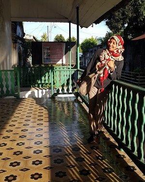 Khusus foto ini, saya minta ubin dan pagarnya masuk frame.. #trip #travel #traveler #travelog #ranselsaya #indonesia #freedom #travelgram #festival #bloggerloop #bloggerdaily #architecture #bloggerstyle#follow #followme #traveltheworld #world #worlderlust #followmefollowyou #instagood #instamood #go #ambon #fff #indonesia #maluku #clozetteid #utamiisharyani