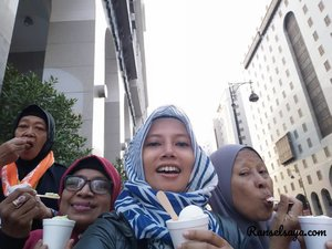 Batuk gone, eskrim together.. #travel #traveling #traveler #blog #blogger #bloggerloop #bloggerdaily #bloggerlife #bloggerstyle #picoftheday #me #ranselsaya #follow #followme #traveltheworld #world  #followmefollowyou #instagood #instamood #instagram #mecca #madina #clozetteid #fly #utamiisharyani #fff #wonderlust #tbt