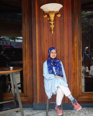Dapetin foto bagus itu susah-susah gampang ya. Motret dewasa aja agak susah, apalagi anak-anak, musti take beberapa kali ya.#LatePost #ClozetteID#Fashion #hijaboftheday #HOTD