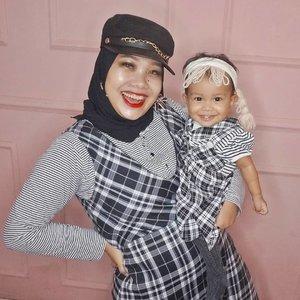 Enaknya punya anak cewek, bisa diajak kembaran baju 👯...#clozetteid #motherdaughter #randomtalk #callalilypermata #plaid