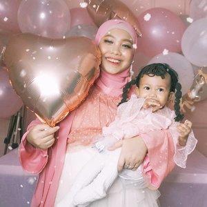 Love of my life 🥰🥰🥰...#CallaLilyPermata #1stbirthday #birthdaygirl #rosegoldbirthday #clozetteid