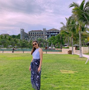 When we're talking about holiday, it always be the happiest moment.......#igtravel #islandlife #balilife #beachlife #apurvakempinskibali #nusadua #baliresort #besthotel #holiday #bali #likes #follow #fashion #travel #blogger #StellangelitaInBali #ClozetteID #fashionblog #travelblogger