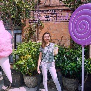 Love you to the moon🌙and back.... forever 💜 . . . . . #igphoto #igfashion #igstyle #mylook #traveloutfit #summeroutfits #ootdsubmit #lookbook #fashioninspo #ootd #sundayoutfit #zara #girls #streetstyle #ClozetteID #likes #follow #blogger #fashionblogger #StellangelitaInOZ