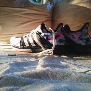 I'm going to start running again.. #resolution #happynewyear #adidas #shoe #shoes #run #running #exercise #health #healthy #goal #goals #vsco #vscocam #vscolove #vscogood #instagood #instaphoto #instalove #instadaily #runningshoes #runninggirl #sunlight #sunshine #clozetteco #clozetteid #clozette