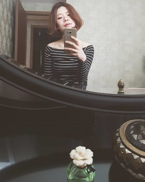 Mixed feelings about this version of bob 😔🤔 anyway, a belated hello from my Singapore stop before Seoul! #mirrorselfie #bobhaircut #offshoulder #croptop #boho #bohochic #stripes #ootd #lotd #outfit #outfitoftheday #look #lookoftheday #instastyle #style #styleoftheday #sotd #igbeauty #fdbeauty #clozetteid #clozettedaily #clozette #instabeauty #instalook #lookbook #vscofashion #instafashion #lookbookindonesia #ootdindo #makeupoftheday