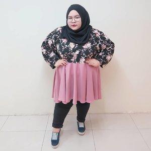 Tunic and pants from @bigthings.hijab. yeyy baru aja keluarin koleksi celana bahan yang pinggangnya pake karet. Enak bgt dipakenya. Bahannya melar jd gak begahhh huehehhehe. Makasih yaa @bigthings.hijab sukses selaluuu😍😍😍😍😍😍 ohiyaa lagi buka pre order lho sampe besok, yang mau order, cuussss!•••••••#effyourbodystandards#casual#ootd #bigandblunt#bigsizeootd #celebratemysize#curvyasian #plussizeasian#curves#whatiwear #wiw#clozetteid#인스타패션#인스타뷰티#플러스사이즈 #오늘의의상 #womancrush #bigsizedress #bodypositive #stopbodyshaming #confident #beautyhasnosize #instadaily #hijabootd #kemalasariendorsement
