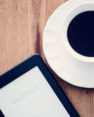 Coffee and the new beginning of the week because it's Monday. Let's go on Chapter One. 👌 . . . . . #coffee #blackcoffee #monday #week #kindle #chapterone #beginning #cup #travel #blogger #girlwhoread #instadaily #vscofilter #clozetteid