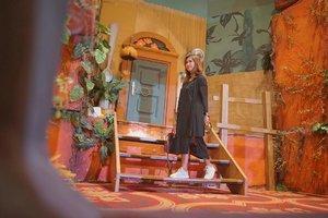 Rumah ini kurang raksasa, jadi ngga berasa liliput kayak Arrietty. Tapi susah juga sih bikin rumah raksasa di ballroom. 😂 . Ada yang tau ini dari film apa? 😌 . 📷 by @goenrock . . . . . . . . #ghibli #ghiblijkt #worldofghibli #arrietty #theborrowerarrietty #japan #travel #travelgram #instatravel #blogger #travelblogger #sonyalpha #instagood #instamood #instadaily #clozetteid #like4like