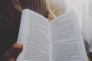 My Sunday motivation is book. A good one. And YOU, of course. 😉What is yours? . . . . . #sunday #weekend #weekendoff #stayinghome #rainyday #book #bookstagram #sundayreading #travel #traveling #travelgram #blogger #travelblogger #instadaily #instagood #instamood #instamoment #vsco #vscocam #clozetteid #like4like
