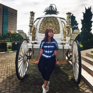 Not every princess need a carriage, since not every Prince is charming as well. Ehe. 😜 . . . . . . #princess #carriage #fairytale #ootd #shibori #onitsukatiger #blogger #lifestyleblogger #instagood #instadaily #instamood #instamoment #instafashion #clozetteid