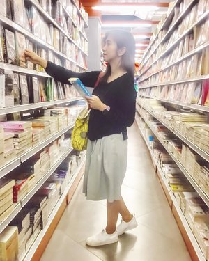 One of my happy place. Because I have always imagined that Paradise will be a kind of library. ☺️ . . . . . #sunday #afternoon #weekend #whplightandshadow #whp #book #books #bookstagram #travel #blogger #vsco #vscocam #instadaily #instagood #instamood #ootd #clozetteid #like4like