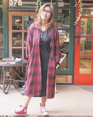 When you need a little break from yourself. 😎 . Long flannel tunic by @uniqloindonesia. #uniqloflannel #uniqlolifewear #uniqloindonesia . . . . . #outfitoftheday #ootd #flannel #plaid #afternoon #style #coffeeshop #hangoutcoffee #travel #travelgram #instatravel #blogger #lifestyleblogger #travelblogger #sonyalpha #vsco #instadaily #instagood #instamood #clozetteid #like4like