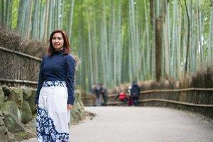 That's mandatory bamboo forest in Kyoto. Udah sahih jadi netijen Instagram belum? 😌 . 📷 by @goenrock . . . . . . #arashiyama #bamboo #forest #kyoto #japantrip #japan #chicinJapan #vsco #vscocam #vscojapan #travel #travelgram #instatravel #blogger #travelblogger #instadaily #instagood #instamood #instamoment #ootd #clozetteid #like4like