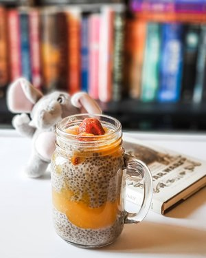 My current favorite for breakfast, overnight chia sheed pudding mango. Kalo udah musim mangga, bahagia aku tuuuuh... 😂.....#overnightpudding #chiaseeds #chiapudding #mango #mangopudding #morning #breakfast #powerbreakfast #lightroompresets #shotonsamsung #instadaily #instagood #instamood #instamoment #clozetteid