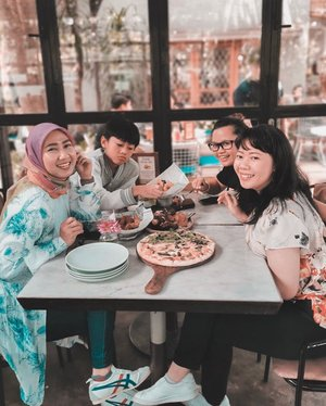 A weekend well spent with them. Love! ❤️ . . . . . #weekend #weekendgetaway #picnic #bandung #westjava #travel #travelgram #instatravel #girlfriends #blogger #sonyalpha #lightroompresets #clozetteid