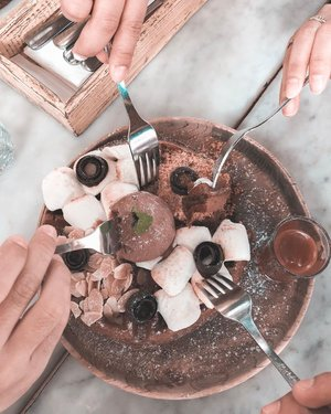 Life is short. Eat dessert first! 😂 . . . . #cake #smores #pancake #foodie #eating #dessert #sweet #chocolate #sweettooth #food #marshmallow #whpdessert #clozetteid