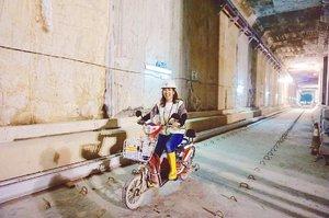 Having fun at some feet under the ground on @mrtjkt construction project. This motorcycle is too unique to be missed! 😆 . Kalo MRT-nya udah jadi, udah ga bisa lagi main kayak gini. 😂 Masih lama sih, MRT Jakarta bakal beroperasi Maret 2019. 😁 . . . . . #mrt #mrtjakarta #mrtjakartaproject #transport #transportation #masstransportation #moderncity #Jakarta #travel #travelgram #instatravel #blogger #travelblogger #sonyalpha #vsco #instadaily #instagood #instamood #clozetteid #like4like
