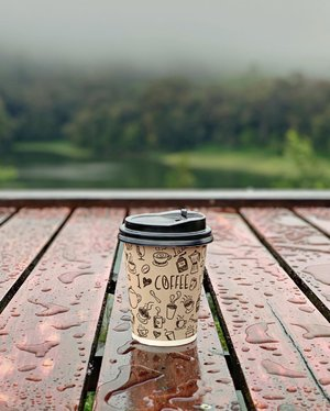 My three favorite things after the rain. That hot coffee in place, the petrichor smell and your hugs, of course. ☺️ . . . . . #coffee #aftertherain #rain #season #weather #petrichor #nature #lake #wet #hotcoffee #smell #hugs #travel #travelgram #ciwidey #bandung #blogger #clozetteid
