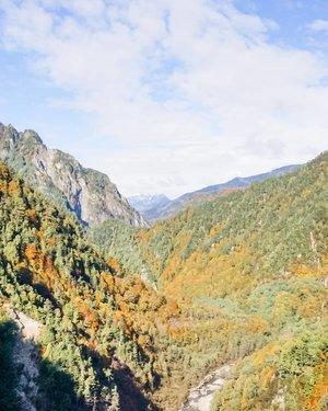 Dunia di luar sana kayak apa sih sekarang? 😂 . . . . #scenery #nature #hills #lake #kurobe #kurobedam #tateyama #tateyamakurobealpineroute #sonyalpha #vsco #japan #travel #travelgram #instatravel #wheninjapan #clozetteid