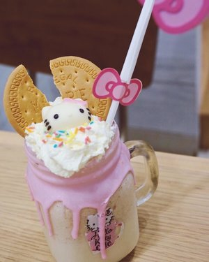 Keep cute and carry on. Even if your Monday is mad. 😅😅😅 . . . . . #cute #hellokitty #beverage #drinks #food #monday #madness #travel #blogger #sonyalpha #vsco #instafood #foodporn #instadaily #instagood #instamood #clozetteid #like4like