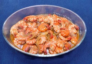 #stayathome bukan berarti nggak bisa #berkaryadarirumah dong ah 😌.Hasil karyaku dari rumah adalah masakan 😂 monmaap kalau lebay yes, secara dari senin-jumat aku pakai catering dan #weekend biasanya diajakin anak2 makan diluar 🤭...#cookingathome #cookingwithlove #cookingmom #momlife #blogger #momblogger #lifestyleblogger #clozetteid