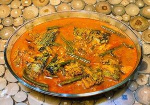 "Inspired by mbak @ardasitepu ....Arsik Mujair, masakan khas Sumatera Utara 😊.Ternyata bikin bumbu dan cara masaknya gampang banget gaeess....Cara bikin bumbunya:- ke pasar tradisional- menuju kios kang bumbu- bilang: ""tante, tolong bikinkan bumbu arsik buat ikan 1kg"" 😌😆- ternyata kang bumbunya orang Sumatera Utara 🥳.Cara masaknya: Browsing di Google atau nonton Youtube 😌💃😂...#arsikikan #masakanindonesia #masakanrumahan #cookingathome #cookingwithlove #cookingmama #blogger #lifestyleblogger #momblogger #clozetteid #saturdaymorning #saturdayvibes"