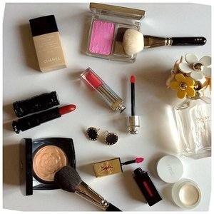 Today... #chanel lumiere d'ete poudre illuminatrice #annasui rouge a levres 600 #chanel vitalumiere aqua #dior rosy glow #hakuhodo brush #marcjacobs daisy eau so fresh #rmsbeauty living luminizer #yslbeauty glossy stain 13 #dior addict fluid lipstick 575  #loveit #likeit #beauty #makeup #makeupmess #makeupmania #makeuptoday #makeupaddict #makeupjunkie #clozetteid #clozettedaily #femaledaily #fdbeauty #daily #today