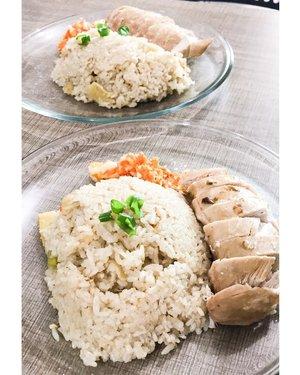 "Capturing my cook last week, ""Hainan Chicken Rice"". Sekarang Bu Reuben sering banget masak.. padahal jaman dulu waktu belum menikah, masak masih terbilang jarang banget. Dan masih dibantu ini itu sama mbak.. sekarang semua pake tangan sendiri😂😂😂 #hainanchickenrice #hainan #hainanchicken #hainanchickenchop #nasiayamhainan #cook #cooking #cookingathome #coronacookingchallenge #coronacookingclub #quarantinelife #foodporn #foodphotography #foodstagram #foodblogger #foodie #clozetteid"