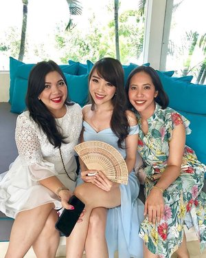Life is so beautiful when we spend it with friends we love the most ❤️❤️❤️ #clozetteid #bali #villashalimar #paulrosaline #paulocha #dress #weddingparty #fdbeauty