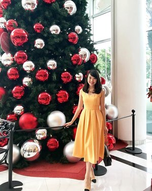 im so happy 🎄christmas is approaching! #ootd #ootdindo #ootdasean #lookbook #lookbookindonesia #outfit #fashion #fashionstyle #fashionable #dressy #clozetteid #clozetteambassador #doublewoot #doublewootootd #fashionblogger #beautyblogger #beautybloggerindonesia #fashionbloggerindonesia #femaledaily #fdbeauty