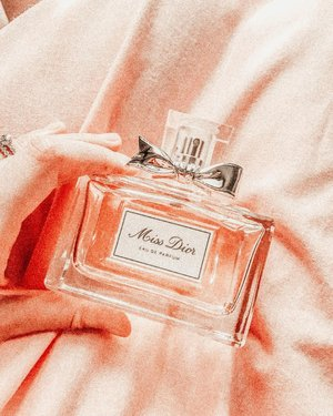 Miss Dior EDP.. i've been a fan of this since Miss Dior Cherie era.. mom bought it for me on 2012 and i love it till now. This perfume gives me an instant sophistication feel..   This was my wedding reception scent.. (i used my Elie Saab Le Parfum for the holy matrimony).   It lasts for 6 hours on my skin, but lasts longer on my wedding dress, wanginya nempel sampai waktu mau di dry clean habis pakai (seminggu setelahnya).  #fdbeauty #femaledaily #perfumetalk #missdior #missdiorcherie #clozetteid #scent #scentoftheday #weddingscent #weddingfrance