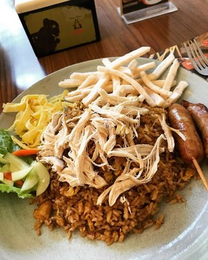 Nasi Goreng Kampung, indonesian's all time favorite main course  #culinary #kuliner #nasigorengkampung #food #foodie #foodism #foodiegram #foodiesofinstagram #clozetteid #instagram #instagood #instafood