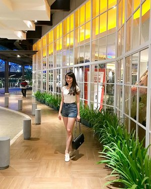 Once in a while i can do casual too ❤️ btw its Thursday already !! can't wait till weekend #ootd #outfit #outfitoftheday #ootdindo #ootdasean #casual #casualstyle #look #lookbook #lookbooklookbook #lookbookindonesia #lookbookmelove #style #styles #stylenanda #clozetteid #clozetteambassador