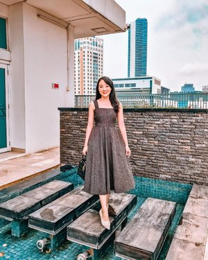 Dressing up really lifting up my mood.. I'm Wearing one of my favorite dress from @clarynthelabel   Jarang banget pake dress hitam, but theirs are so cute and comfortable (ada kantong juga di kanan kiri)   #clarynwomen #clozetteid